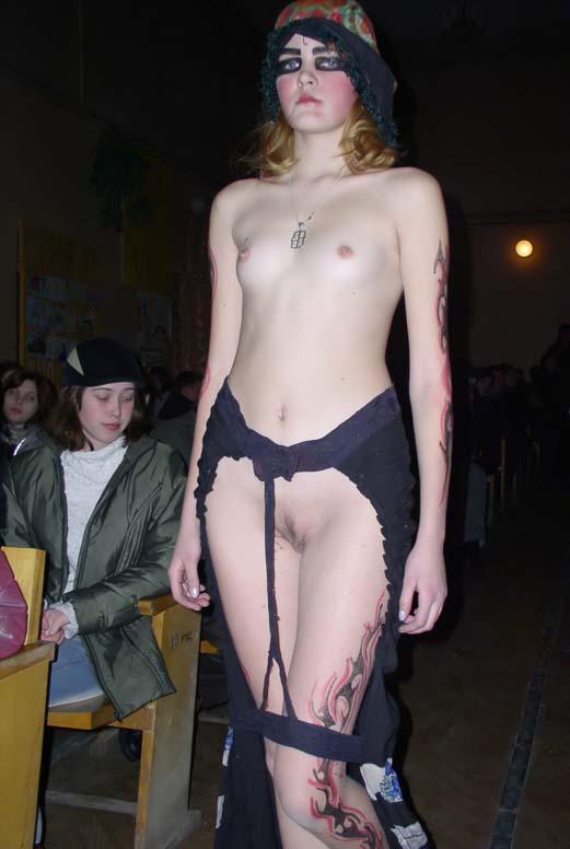 pokaz-golie